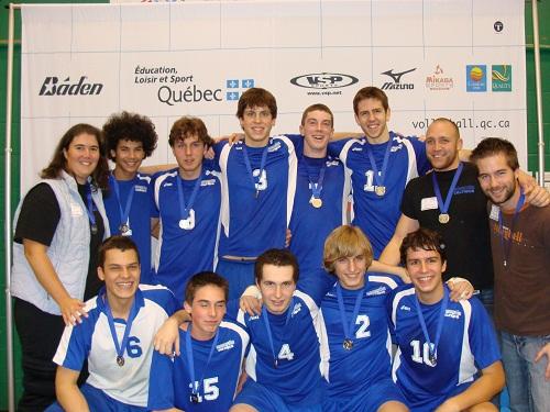 L'équipe 2010-2011 qui a remporté la médaille de bronze au championnat provincial