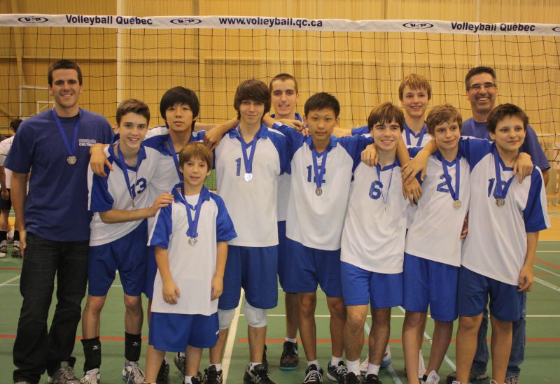 L'équipe 2011-2012 qui a remporté la médaille d'argent à l'Omnium du Québec