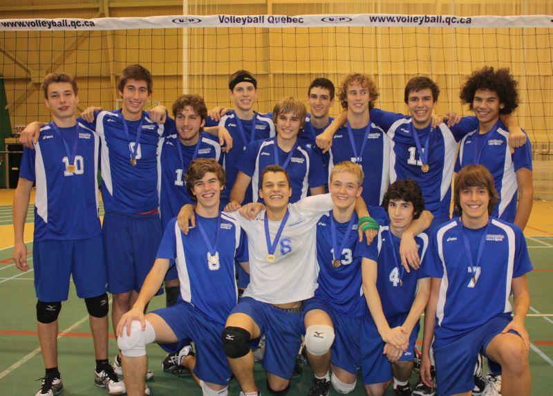 L'équipe 2011-2012 qui a remporté la médaille d'or à l'Omnium du Québec